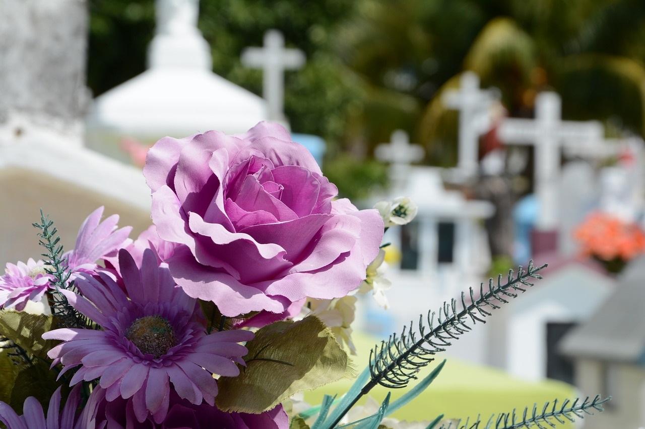Ходят ли на кладбище на 9 дней