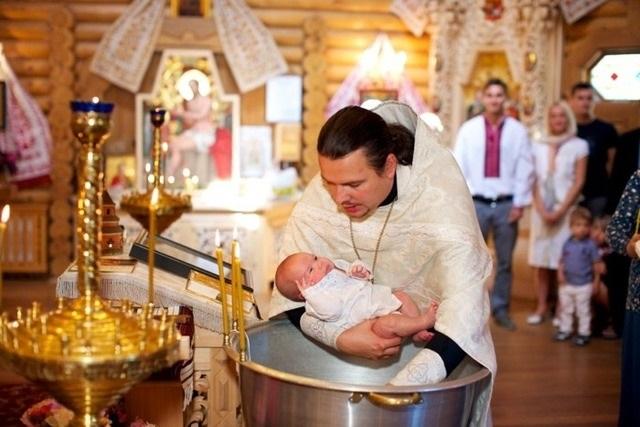 Обязанности крестного при крещении ребенка