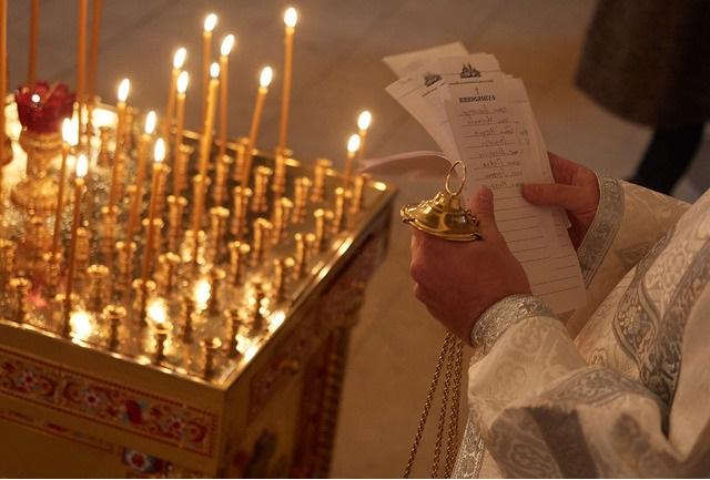 Что приносят в церковь на поминальный стол?